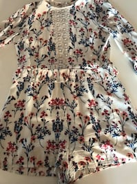 Floral shorts jumper long sleeves never worn  Mississauga, L5A 2Y4