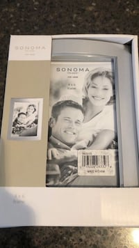 Set of 2 Brand new picture frames 4x6 $2 for both Manassas