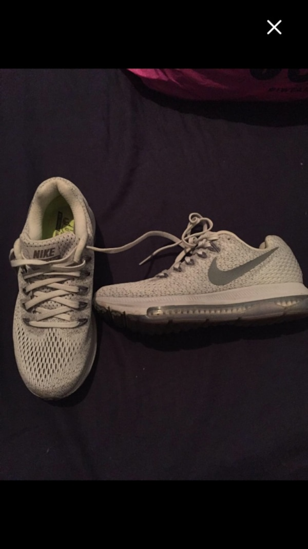 Mint condition Nike shoes woman size 5