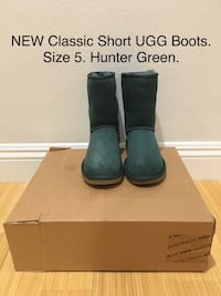 NEW Classic Short UGG Boots. Size 5. Hunter Green Los Angeles, 90025