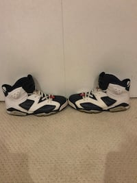 Pair of white-and-black nike basketball shoes Nesconset, 11767
