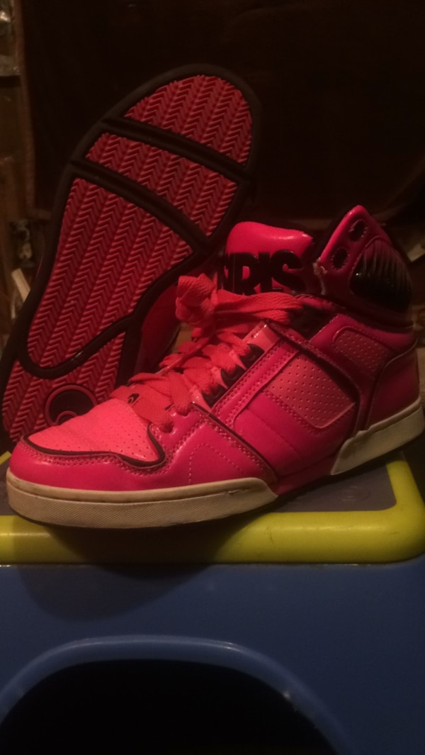 a733ebbc6e Used Hot pink with black Osiris shoes for sale in Cartwright - letgo