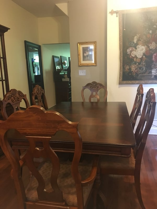 Gorgeous table and chairs. c9477b52-8850-4961-b458-dab203d45433