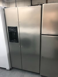 Frigidaire Stainless Steal 33inch Side by Side Refrigerator  Charlotte, 28134