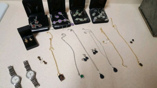 YOU GET A TOTAL of 23 jewelry pieces! 95e24630-4eba-4ae5-a820-05a82929654d