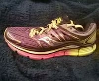 Womans saucony runners Surrey, V3R 1Z2