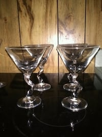 two clear glass candle holders Muscle Shoals, 35661