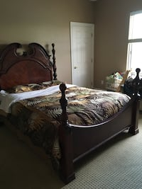 Four poster queen bed with two night stands and box spring . Las Vegas, 89131