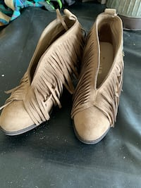 Booties size 7  Pearl, 39208
