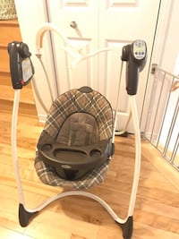 baby's gray and black portable swing Laval, H7G 0E9