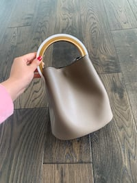 Bucket bag with chain Vaughan, L6A 4N8