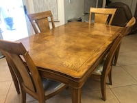 Formal Dinning table w/leaf & 6 chairs