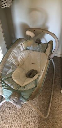 baby's gray and white bouncer Hartford, 06114