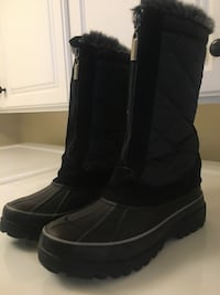 Pair of black waterproof boots size 6 Thousand Oaks, 91360