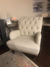 Pier one accent chair Sterling, 20165