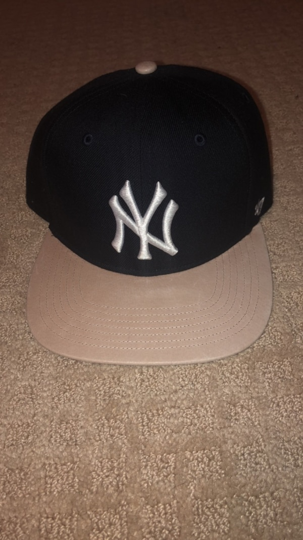 Black and White NY Yankees Snapback. HomeFashion and Accessories Tenafly 79eefae913c