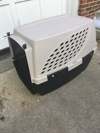 Dog crate, medium/large (intermediate size) good for 30-50 lb dogs. Was not big enough for my dog Springfield, 62704