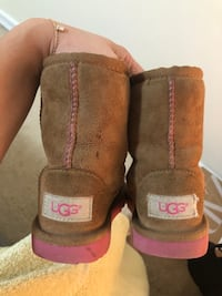 Toddler Authentic Uggs Size 9 New York, 11367
