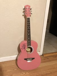 autographed pink classical guitar Sutter, 95982