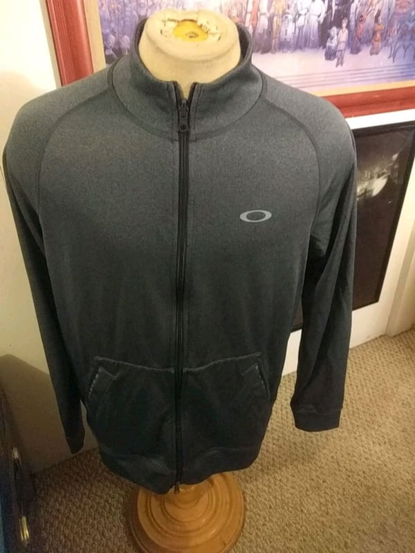 Oakley sweater L f3feb5f7-b057-4f51-92f1-6e62d2f1089c