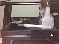 Xbox one 500 GB. Great condition. Comes with 2 controllers and 60 dollar mic. Omaha, 68114