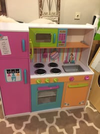 Brand new just put together kidkraft wooden kitchen i also have doll houses and corner kitchens for sale please text me at  [PHONE NUMBER HIDDEN]  for details