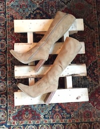 LIKE NEW Sz 8 Candies Tan Suede boots Raleigh, 27612