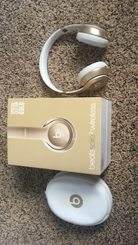 Wireless Gold Beats Headphones . Has box,charging cable, and and case with it. Biloxi, 39532