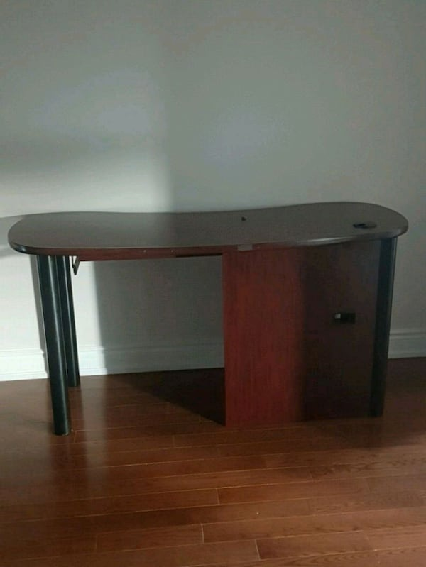 PICKUP TODAY Office desk excellent condition 1778ddb1-c675-463e-b28d-1a147a64ce45