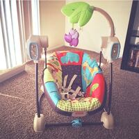 baby's white and green swing chair San Diego, 92154