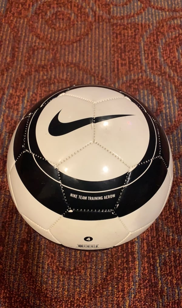 Nike Team Training Aerow Soccer Ball. b486a463-6c12-4441-9cab-ea0b82e82f62