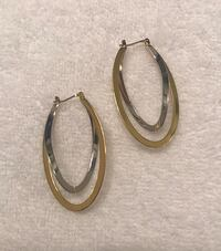 Silver/Gold earrings (brand new, never worn) Markham, L6G
