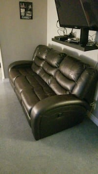 Reclining sofa couch pick up today before 6 3733 km