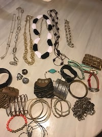 Entire lot of women's accessories