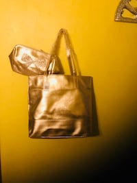 Bloomindales gold tote & matching makeup bag Revere, 02151