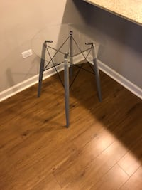 Modern and artistic side table  Evanston, 60202