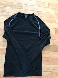 Men's xxl Nike top. Made fitted doesn't look like size xxl black Fort McMurray, T9K