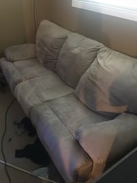 2 couches, 1 double recliner