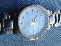 round gold-colored analog watch with link bracelet Vancouver, V6A