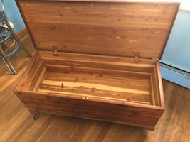 Cedar footbed chest