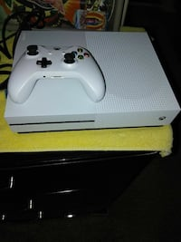 white Xbox One console with controller Bakersfield, 93307