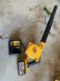 Dewalt blower and battery with charger  Aurora, L4G 7W8