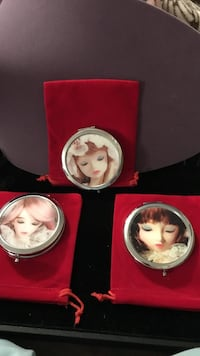 Beautiful !!! Lady Design Compact Mirrors with velvet pouch Gainesville, 20155
