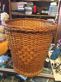 brown wicker basket with lid Chambersburg, 17201