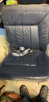 2002 Chrysler town and country leather seats Walkersville, 21793