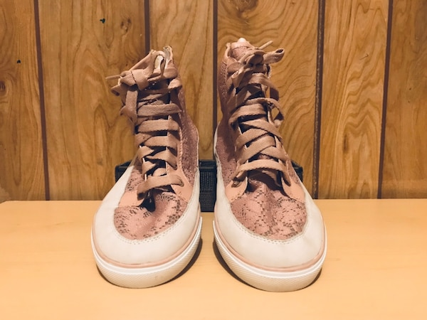 Pink Never worn Nine West Female Sneakers 4bf26aeb-29aa-4818-a490-6f8af2db0714