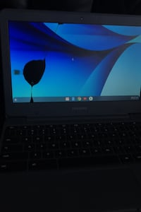 Samsung Chromebook has crack in screen*charger included* works perfect New Berlin, 53151