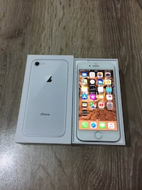 iPhone 8 Silver 64 GB 8880 km