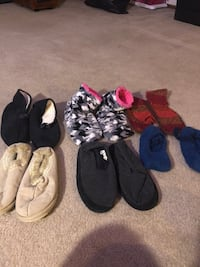 Slippers some new some barely used 2 dollars each  Bellevue, 68157