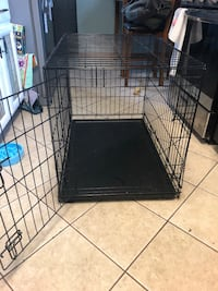 Medium/large Dog crate with removable black bottom North Ridgeville, 44039